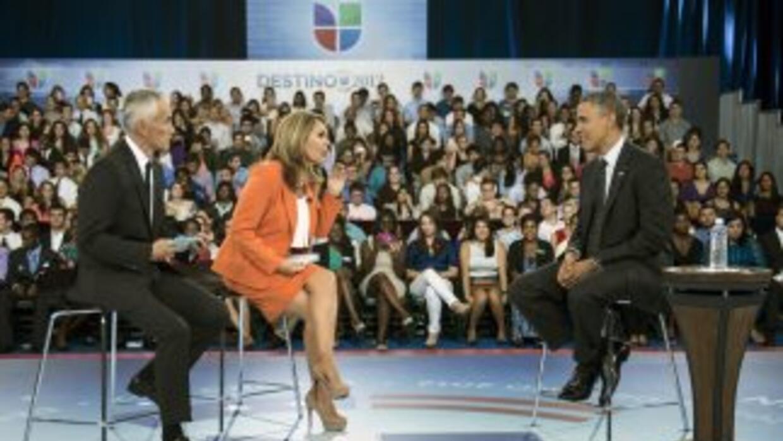 Los periodistas Jorge Ramos y María Elena Salinas, presentadores del Not...