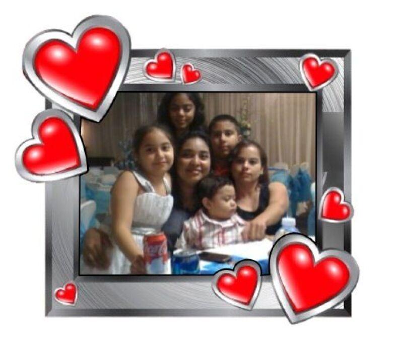 Otra bonita foto de Gonzalo, mostrando a su bonita familia. Recuerda, en...