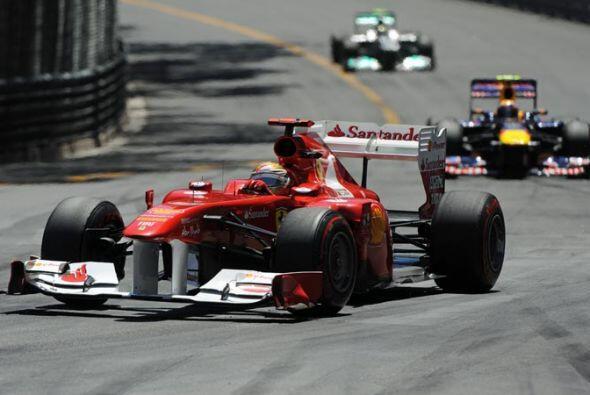 Alonso tuvo una jornada magistral presionando siempre a Vettel por el pr...