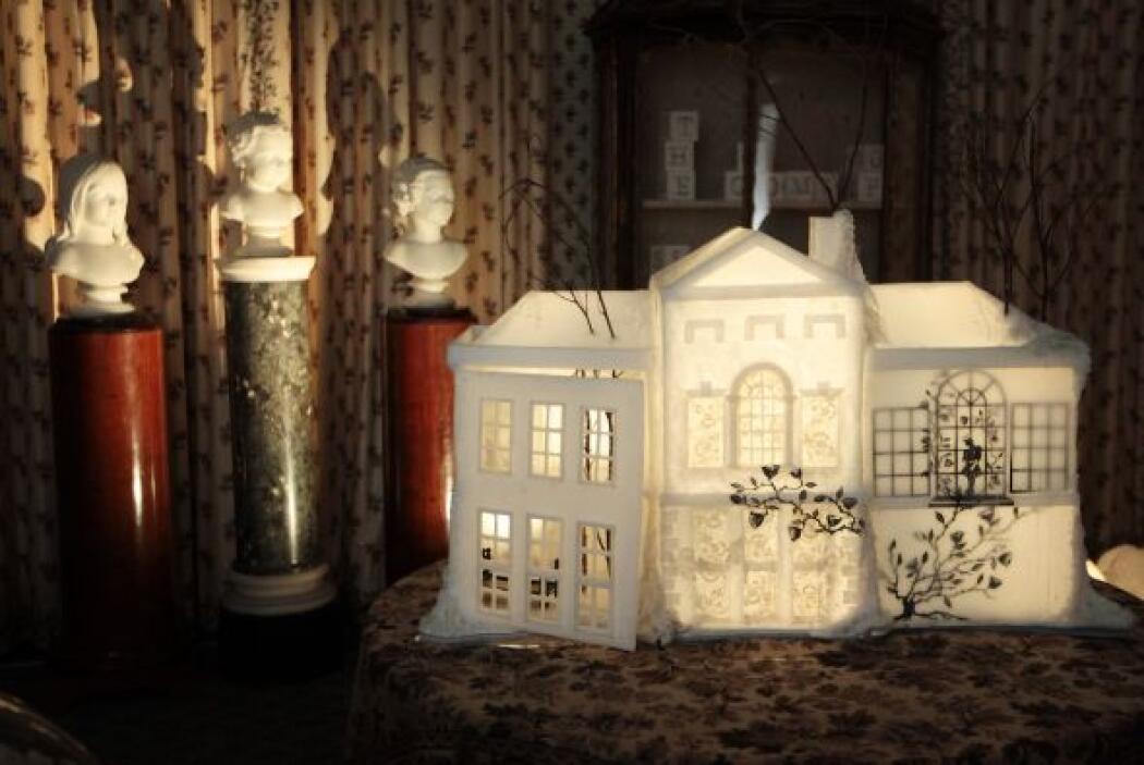 """Disfraces, juguetes y regalos forman parte de la exposición """"Una infanci..."""