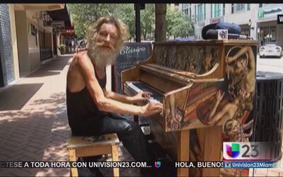 El piano y el internet cambiaron la vida de un desamparado