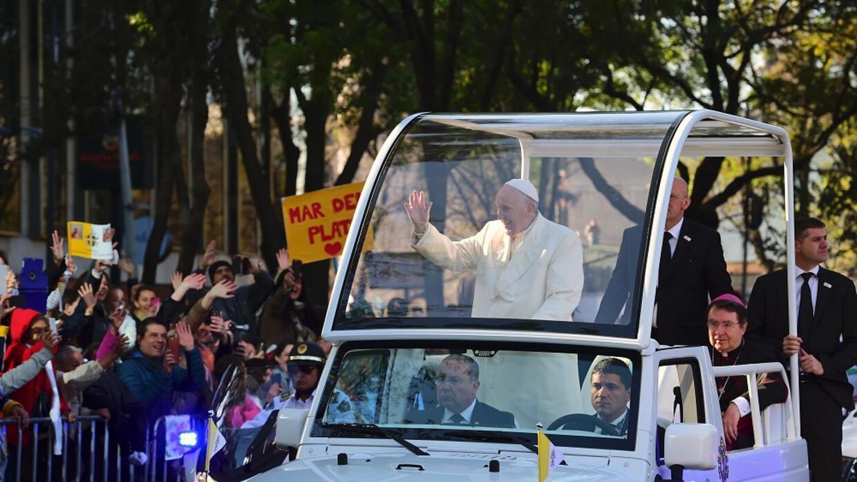 Francisco recorrió las calles de la capital.