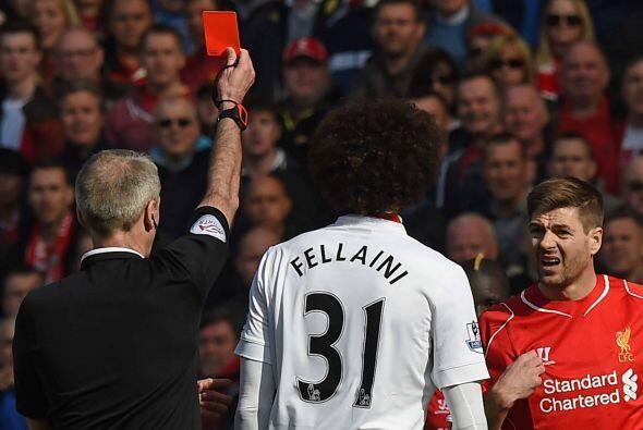 El capitán de los 'Reds' vio la tarjeta roja al minuto 46, apenas...
