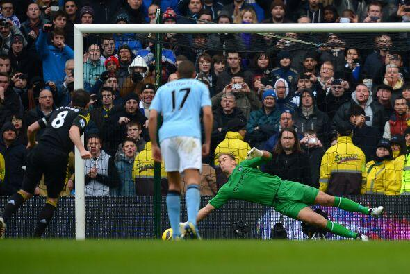 El portero de Manchester City paró un penalti a Frank Lampard en el duel...