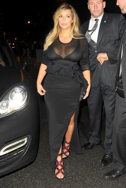 Nuevamente prendas negras pero ahora con sexys transparencias y escotes...