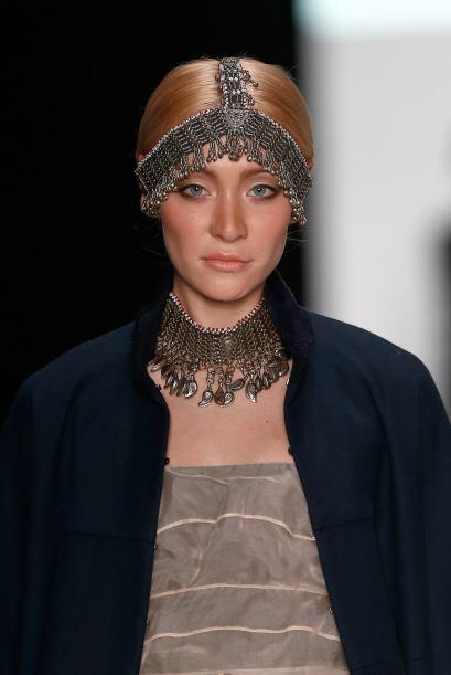 Las tiaras con cadenas que se han visto en diversos desfiles de moda, ya...