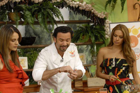 Gali y Flor se también se interesan  por aprender, sobre todo la tapatía...