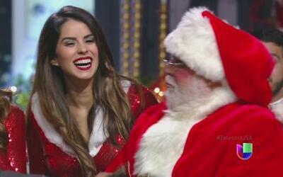 Santa Claus llegó al Teletón USA con muchas santitas a bailar el 9999