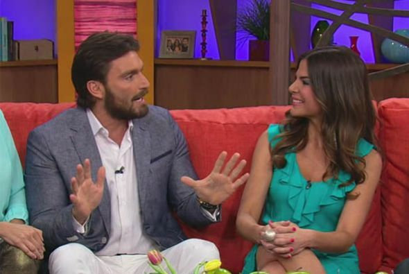 Se divirtió con las ocurrencias de Julián Gil en su último programa.