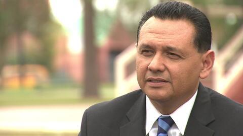 Ed González, el expolicía de ascendencia mexicana que fue...