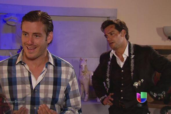Piden ayuda a Yago para detener a Dionisio, pero él joven Monterd...