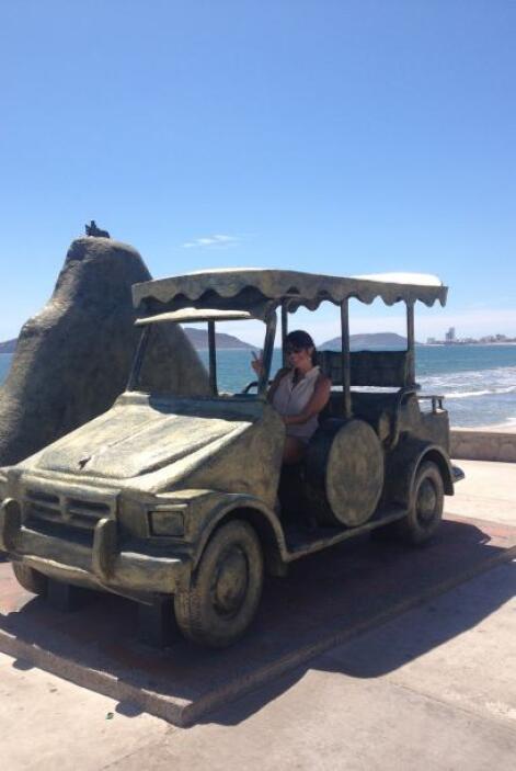 Aquí la vemos en el monumento en honor a tan singular medio de transporte.