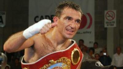 Omar 'Huracán' Narváez retuvo por segunda ocasión su título supermosca f...