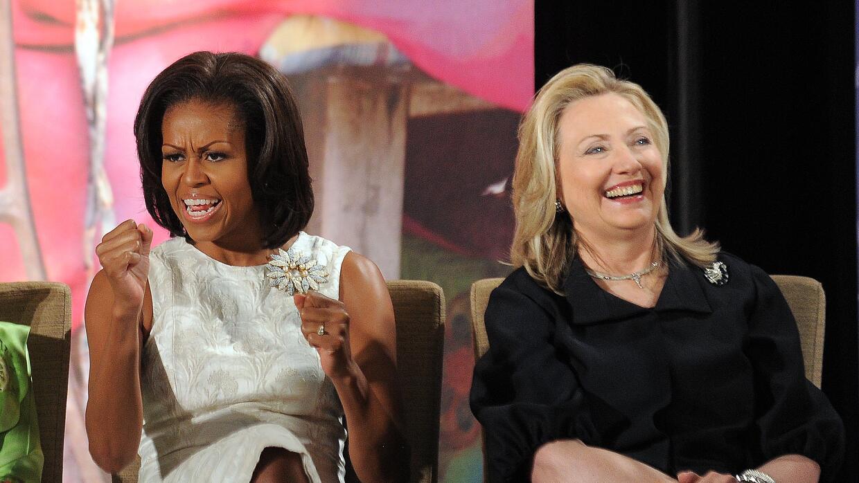 La primera dama Michelle Obama y Hillary Clinton caundo era secretaria d...