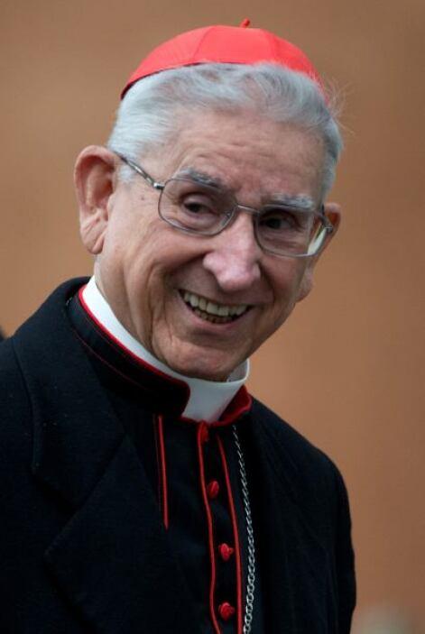 El cardenal colombiano Darío Castrillón Hoyos nació en Medellín el 4 de...