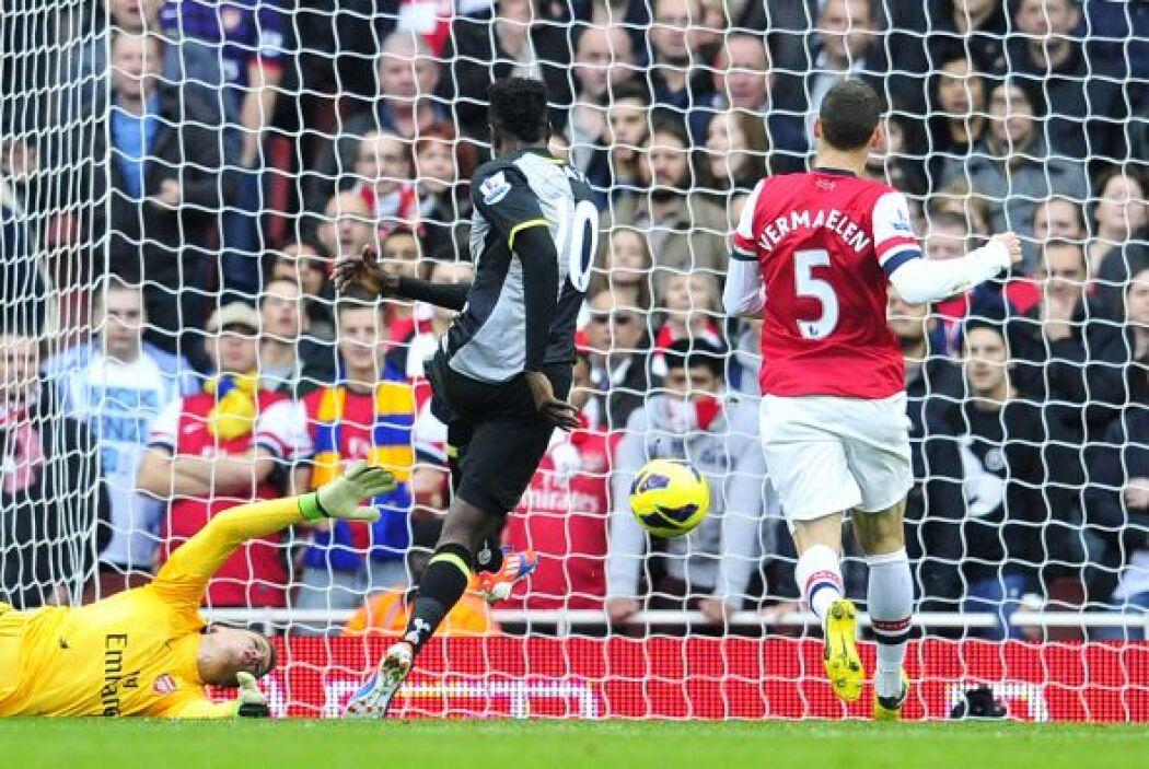 Empezó mal el partido para los 'Gunners', ya que Emanuel Adebayor marcó...