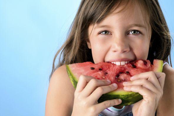 Los alimentos no sólo proveen a tus hijos de los nutrientes necesarios p...