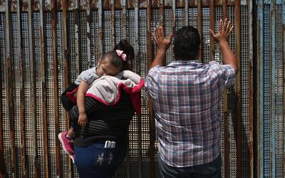 Familias están llegando a la frontera en cifras alarmantes