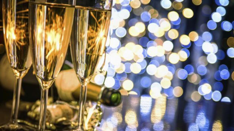 El que resuelve el homicidio, se lleva un champán.