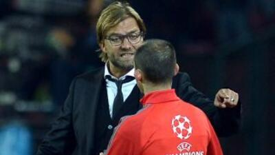 El entrenador alemán estaba perdiendo la cordura ante los árbitros.