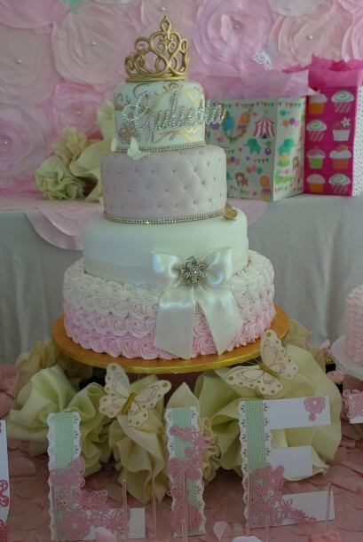 El pastel era una belleza, dedicado con amor para la princesa Giulietta.
