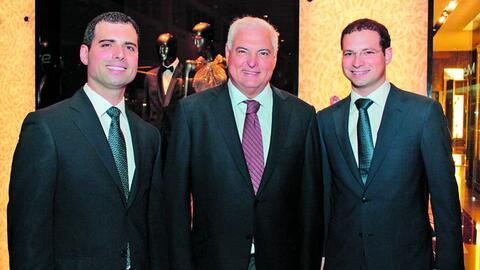 El expresidente Ricardo Martinelli, acompañado de sus hijos, Rica...