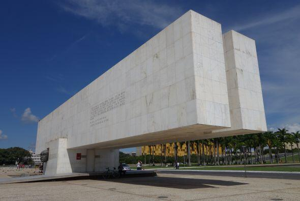 Carlos Calderón visitó la ciudad de Brasilia y presumi&oac...