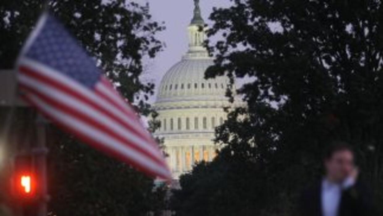 Asesores de la Casa Blanca y legisladores demócratas están trabajando en...