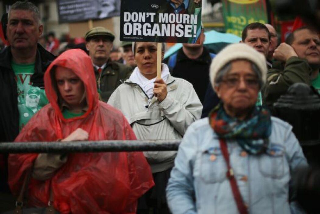 Los manifestantes aprovecharon para rechazar la polìtica de detenciones...