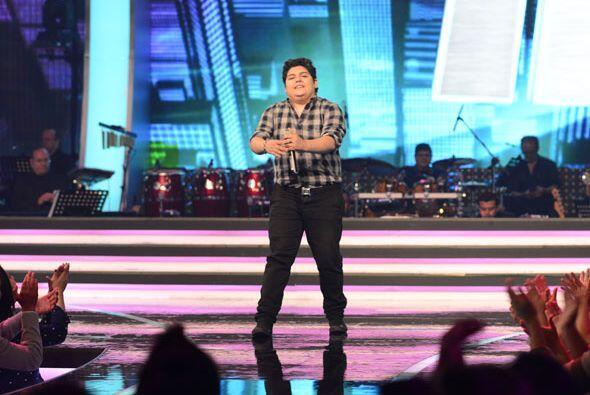 """Stephanie Guzmán interpretó """"Y llegaste tú"""" con la banda de Julión Álvarez."""