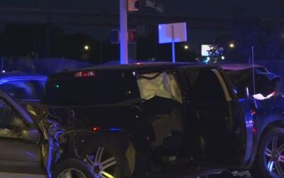 Conductora en estado de embriaguez muere al estrellarse contra tres vehí...