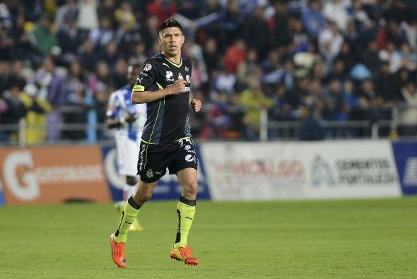 Oribe Peralta (7): Lo mejor de Santos. Siempre luchando por cada balón y...