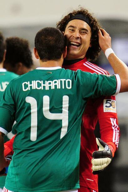 Pero el 'Chicharito' no sólo sabe meter goles, también se sabe unos chis...