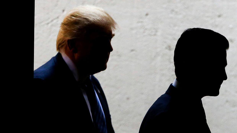 Enrique Peña Nieto (i) y Donald Trump (d), durante su encuentro en Méxic...