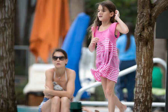 Eso sí, camino a la playa o a la alberca, tus niñas pueden lucir un vest...