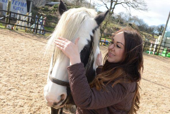 Presiona levemente sus manos contra el animal para liberar el estr&eacut...