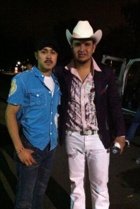 @ESMERALDATOVAR esperó a las afueras del concierto a los chicos de Calib...