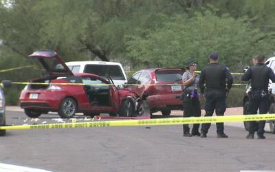 Policía abre fuego contra hombre que atacó a otro oficial con un cuchillo