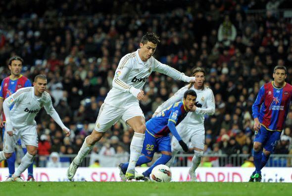Un penalti claro e infantil por parte del Levante fue cobrado por Cristi...