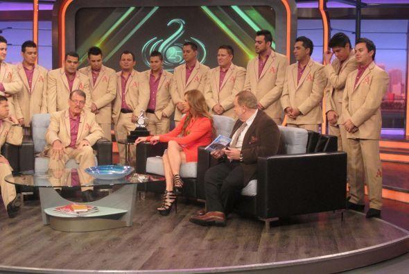 La Arrolladora Banda El Limón también estuvo presente en el programa. ...