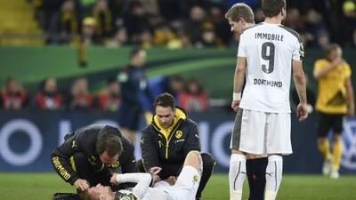 El futbolista recibió una dura falta en el juego entre el Dortumd y el D...