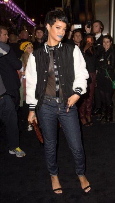 Innovación y cambios radicales de estilo es lo que Rihanna usa para su d...