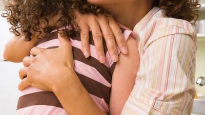Un abrazo transmite sosiego, tranquilidad y energía positiva.