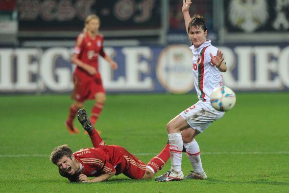 Pero el Augsburg no fue un rival tan sencillo, intentaba lograr el empat...