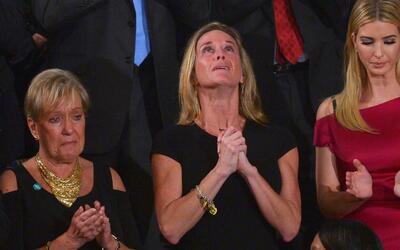 El pleno del Congreso aplaude a la esposa del soldado muerto en la prime...