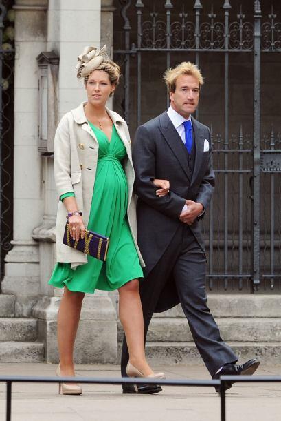 Marina Fogle dio cátedra de estilo combinando a la perfección un vestido...