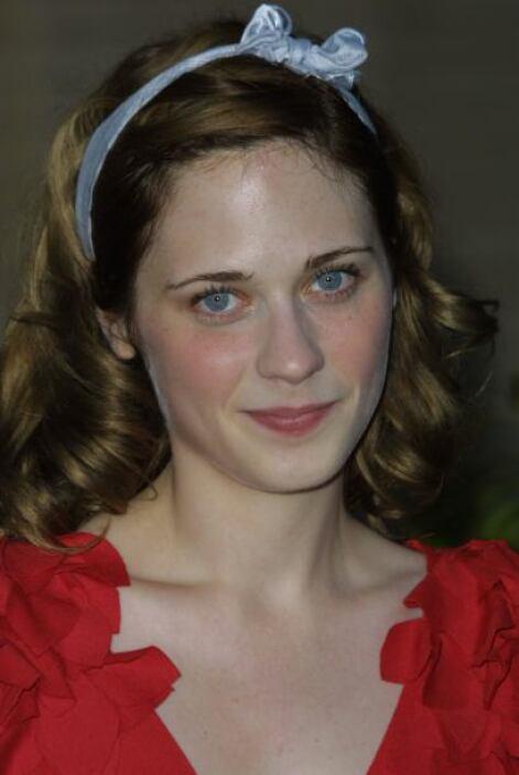Sus enormes ojos y sus rosadas mejillas son las características que le d...