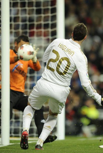 El Madrid no se vio presionado por este gol adverso, pero al instante ya...