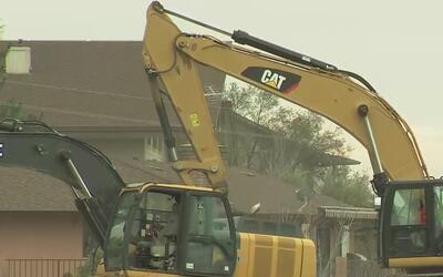 Miles de residentes de Oroville regresan a sus casas luego de las evacua...