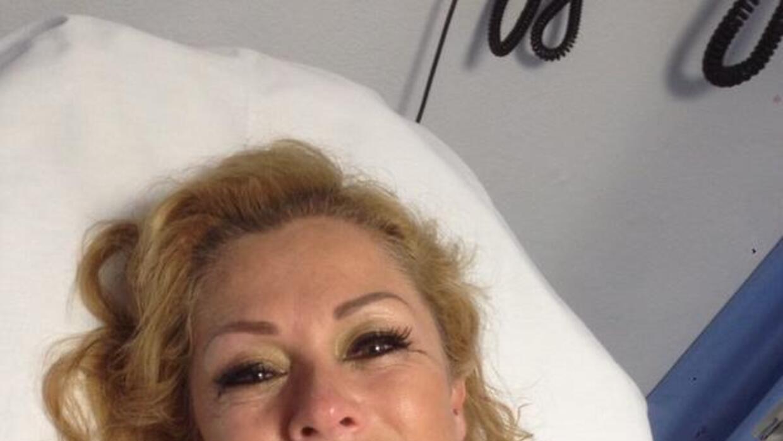 Lety compartió una foto en Twitter mientras estaba hospitalizada.